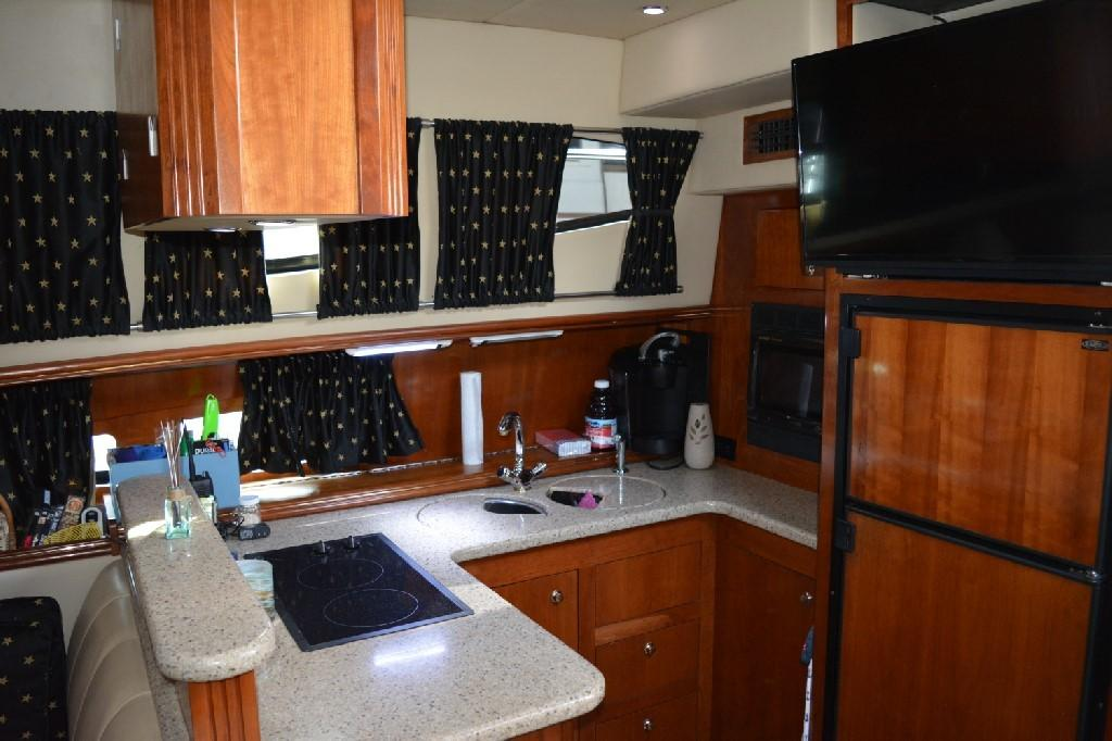 Cruisers Yachts 4050 Express - Galley 1