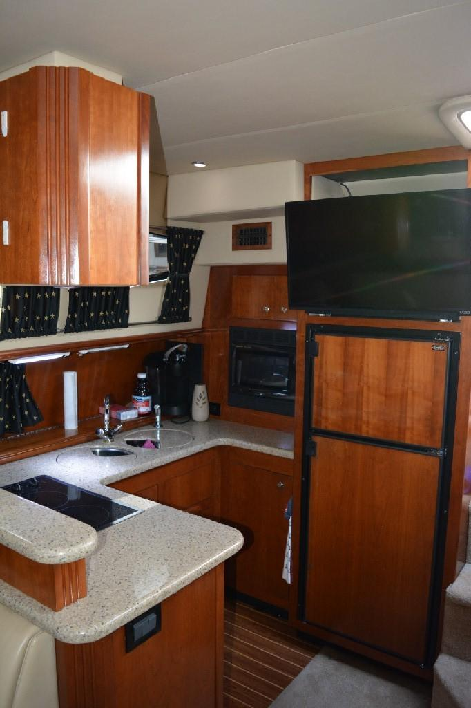 Cruisers Yachts 4050 Express - Galley 2