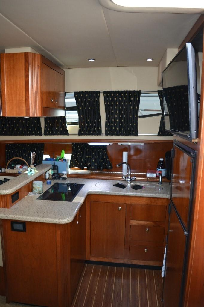 Cruisers Yachts 4050 Express - Galley 3