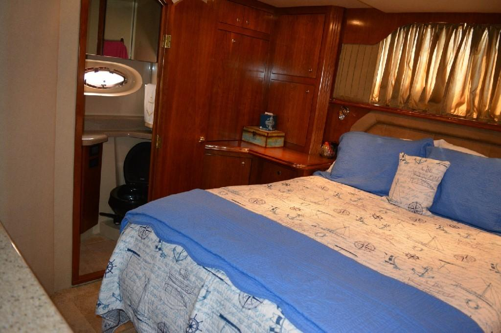 Cruisers Yachts 4050 Express - Master to Starboard