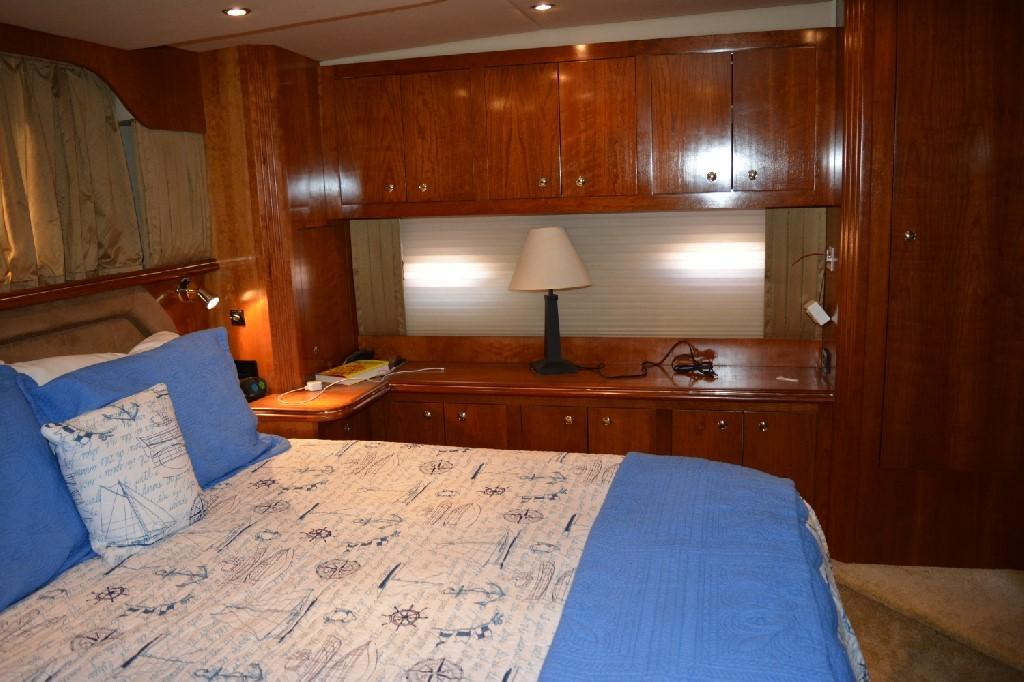 Cruisers Yachts 4050 Express - Master to Port