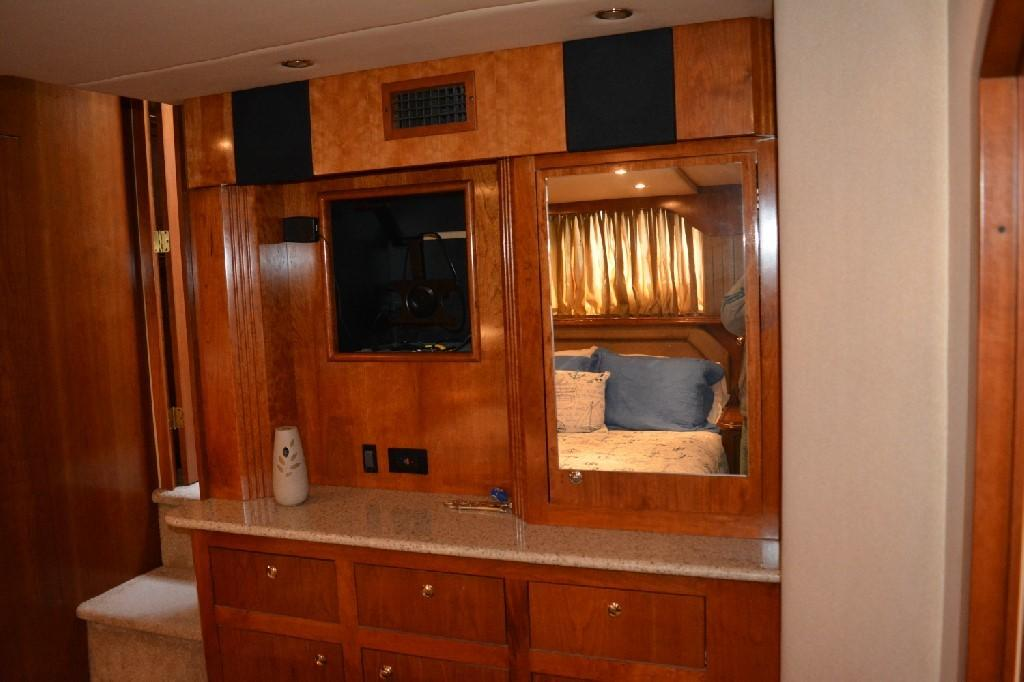 Cruisers Yachts 4050 Express - Master Stateroom Forward