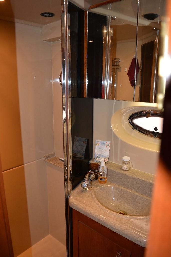 Cruisers Yachts 4050 Express - Master Shower