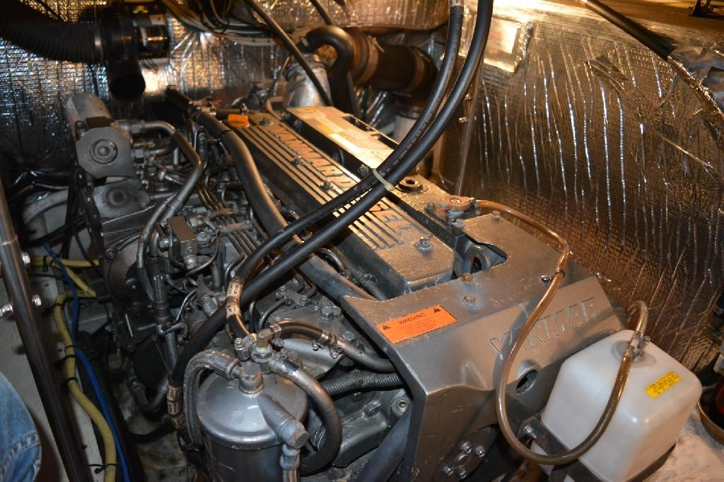 Cruisers Yachts 4050 Express - Port Engine