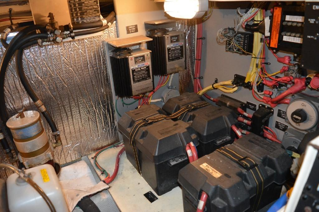 Cruisers Yachts 4050 Express - Engine Room 1