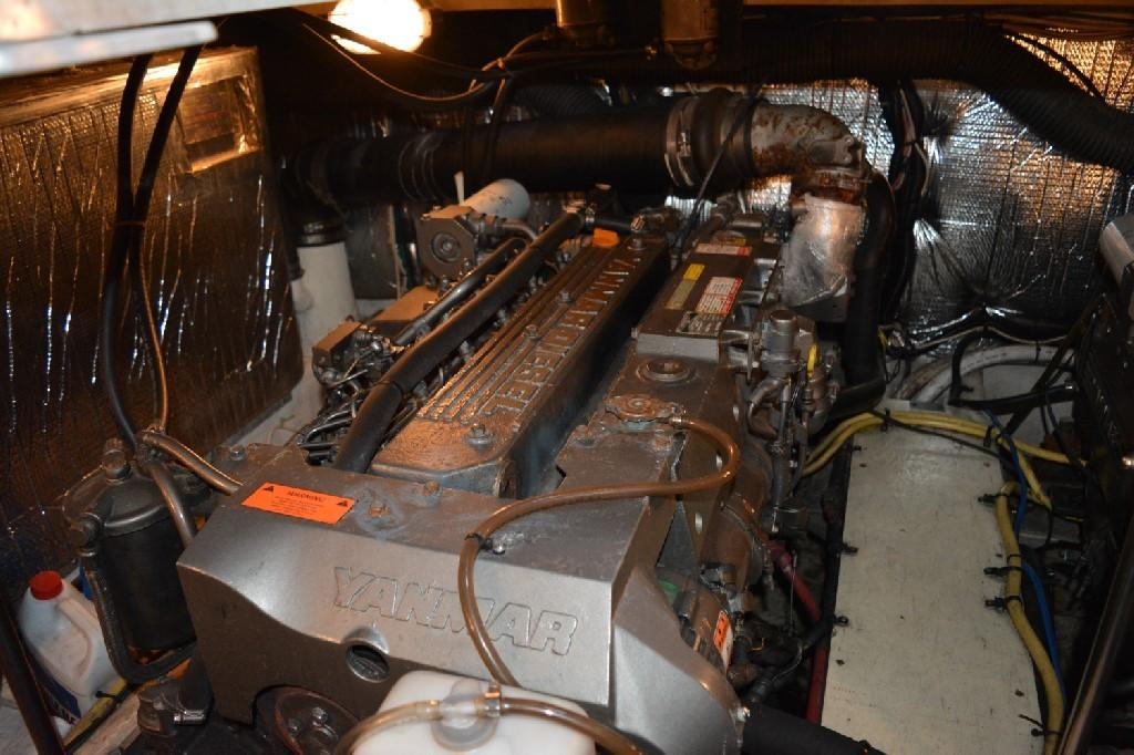 Cruisers Yachts 4050 Express - Starboard Engine