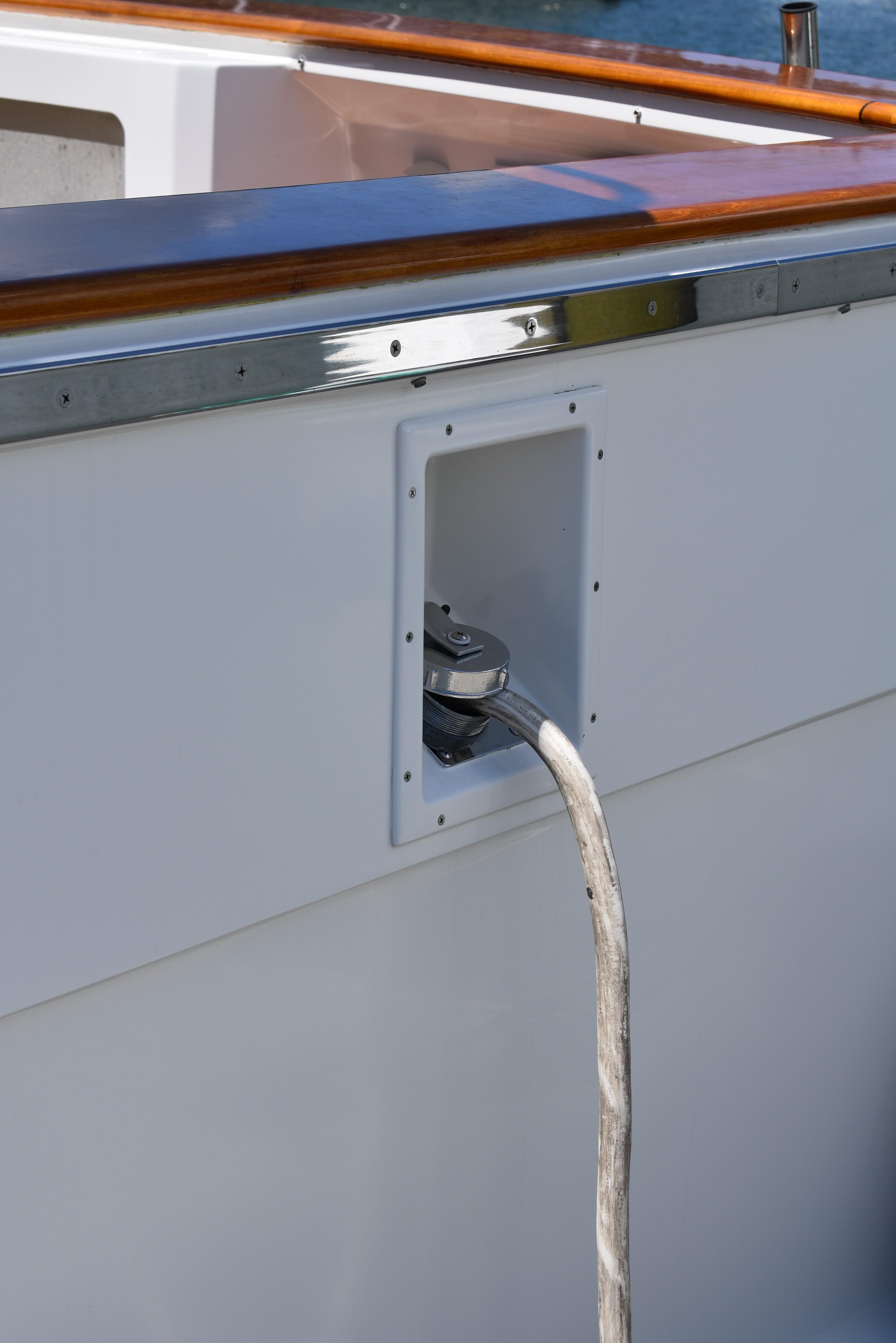 Glenndinning shore power cable retractor