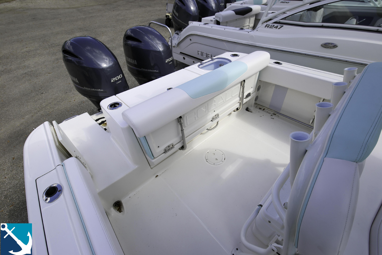 Robalo R242 Center Console 2020 5