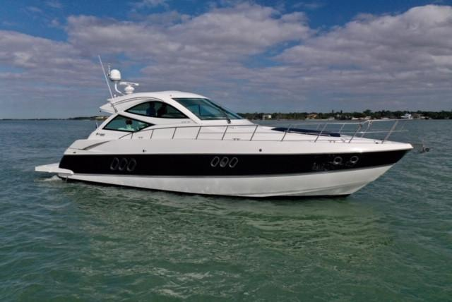 54 ft Cruisers Yachts 540 Coupe