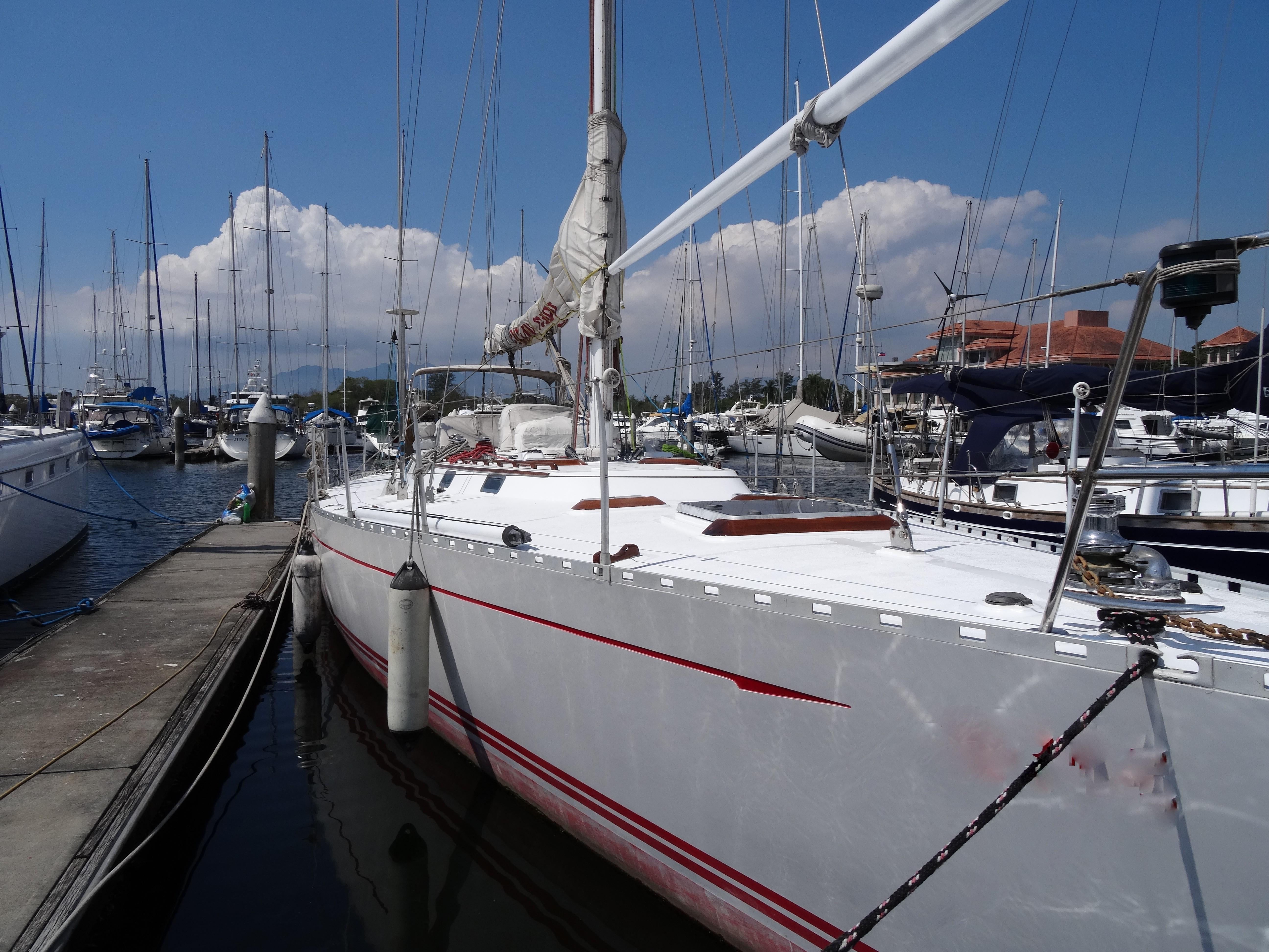 Cheoy Lee 55 -- Foredeck