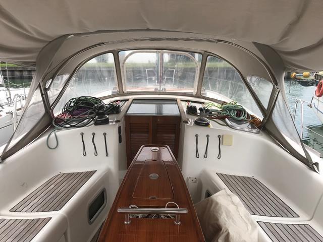 Beneteau Oceanis 43 Profile Cockpit