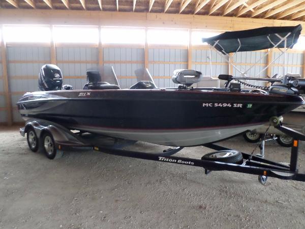 For sale used 2005 triton 215x in kalamazoo michigan for Fish express kalamazoo mi