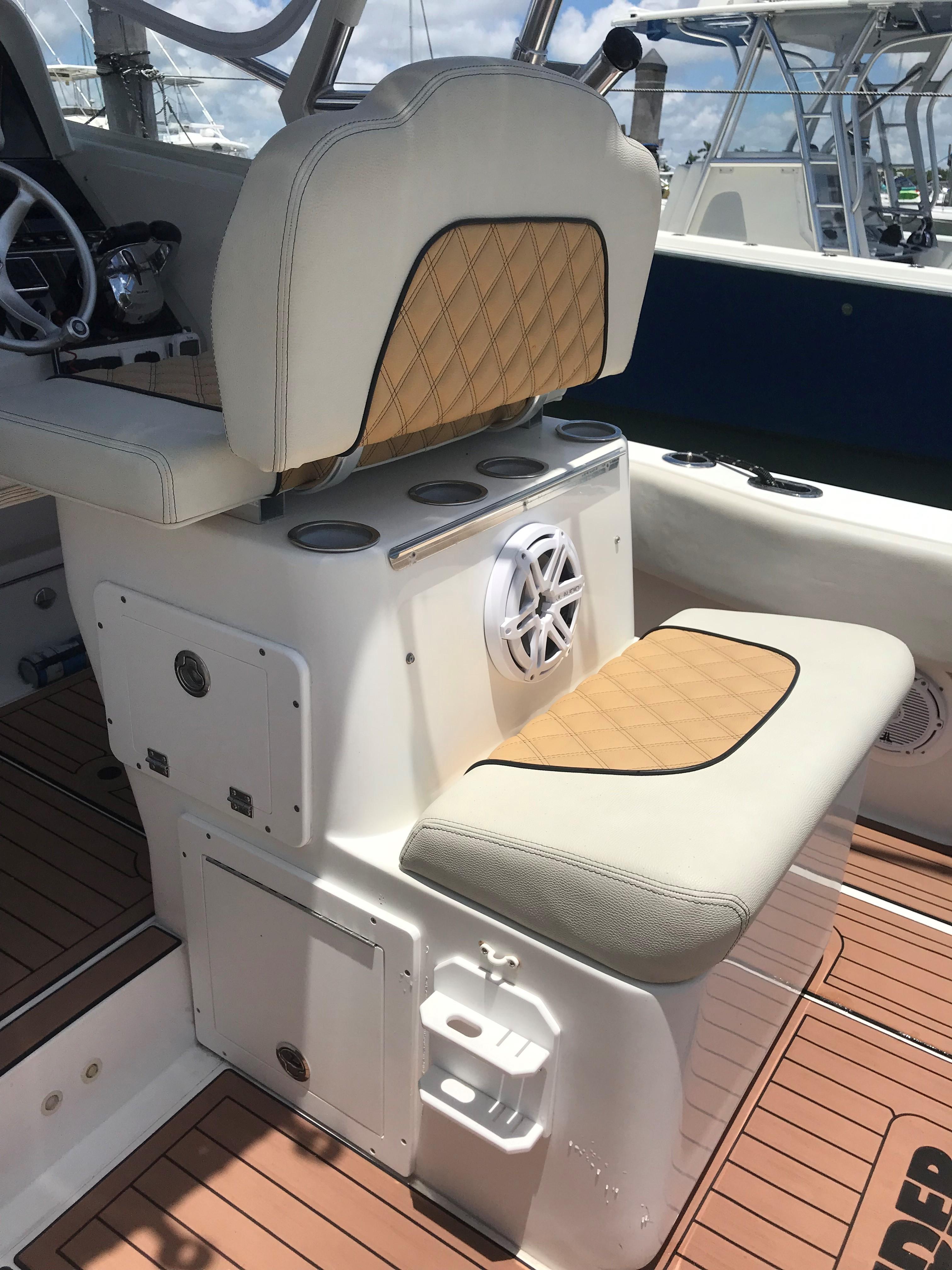 31 Contender 2001 Miami | Denison Yacht Sales