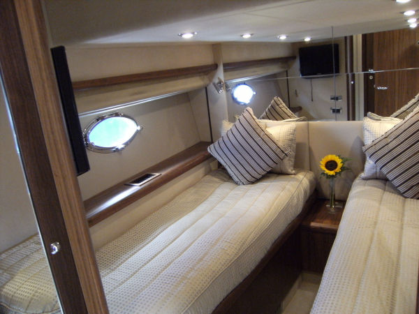 Mid guest cabin
