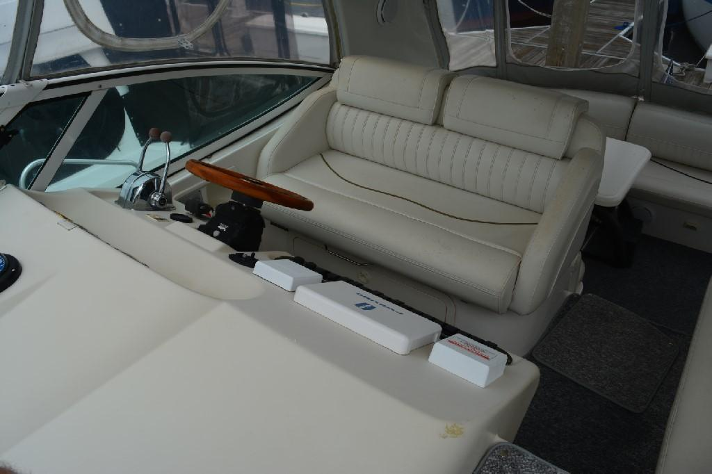 Cruisers 3672 - Double Captain's Seating
