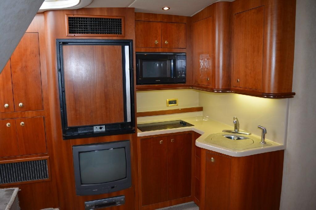 Cruisers 3672 - Galley