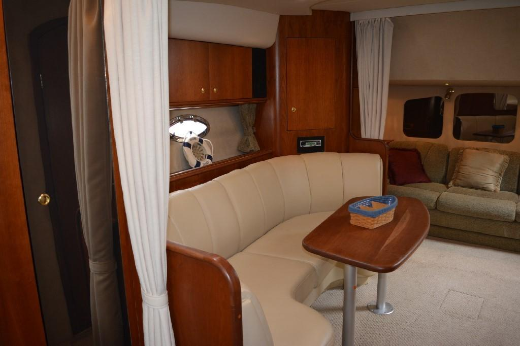 Cruisers 3672 - Dinette 2