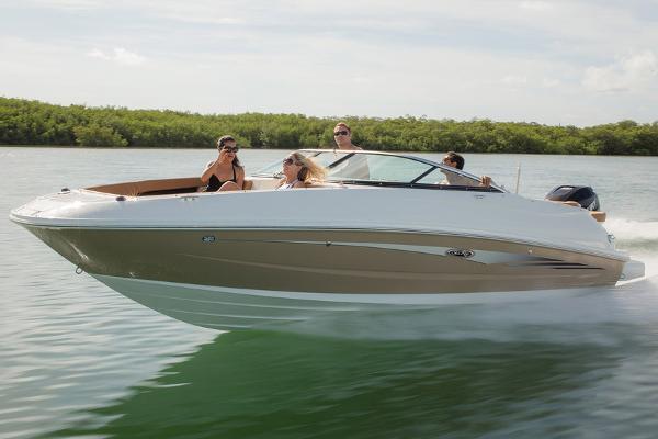 2016 Sea Ray 240 Sundeck Outboard