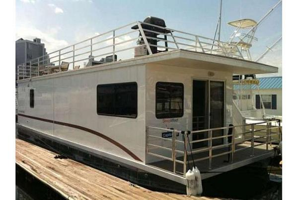 Destination Yachts houseboat
