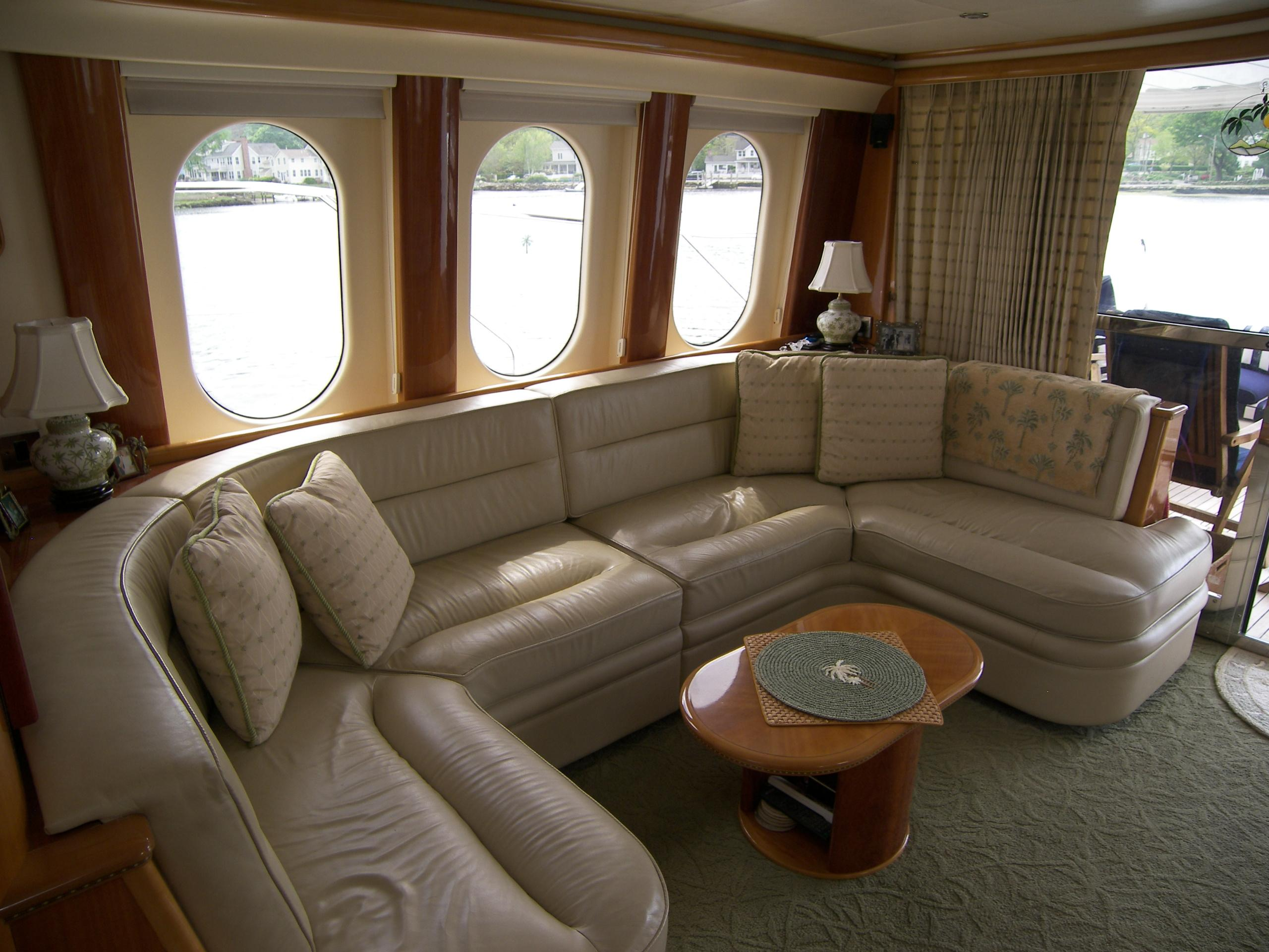 Salon Starboard Settee looking Aft
