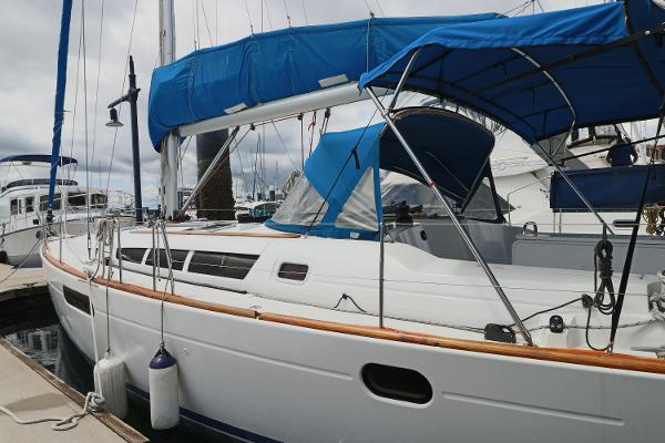 Picture Of:  44' Jeanneau 44i 2010Yacht For Sale | 3 of 36