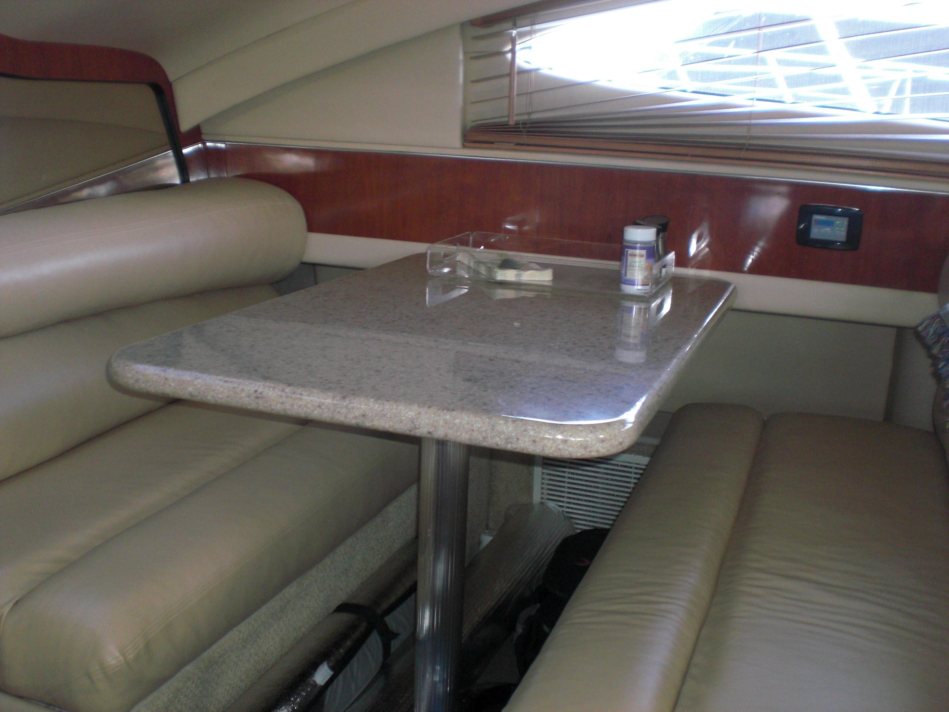 Sea Ray 480 Motor Yacht - Dinette