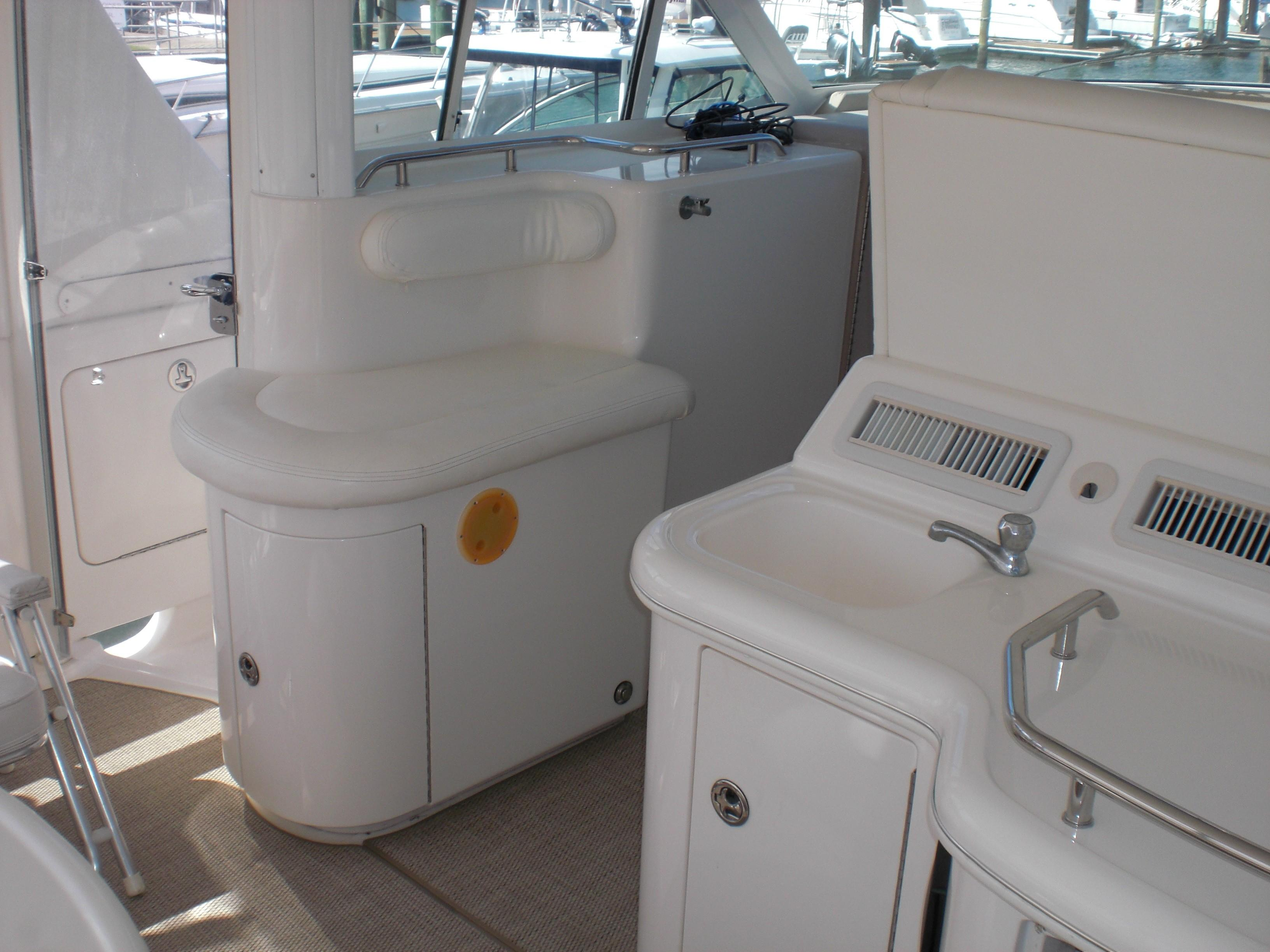 Sea Ray 480 Motor Yacht - Wet Bar w/ Ice maker