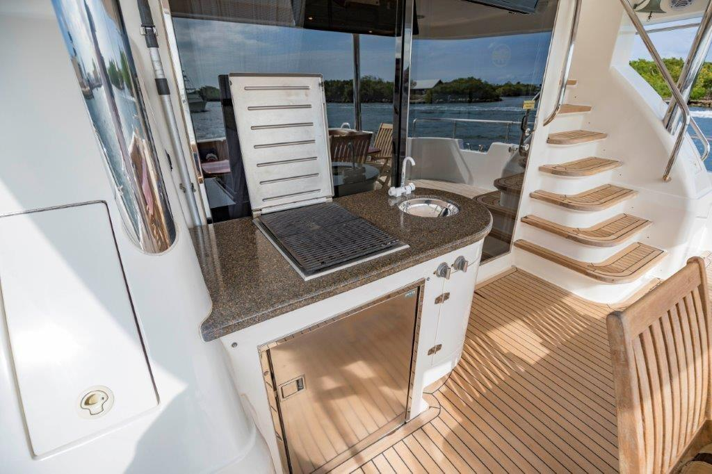 Aft Deck Wet Bar and Grill