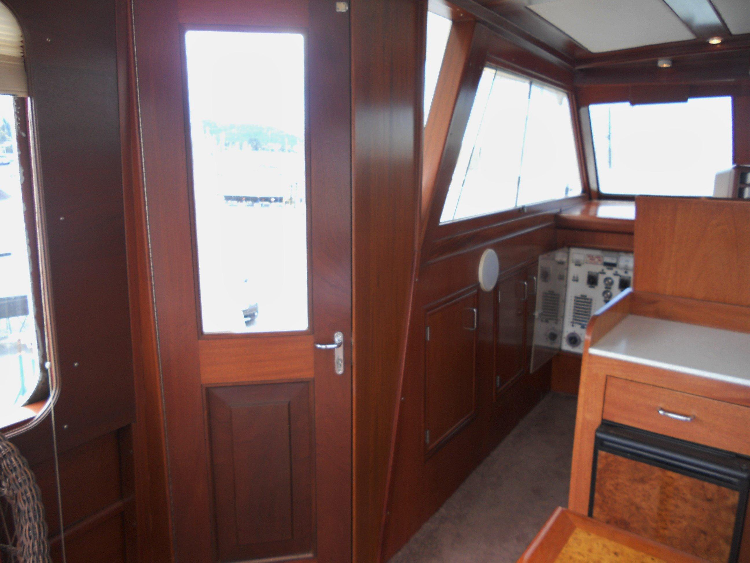 Port door access to side decks