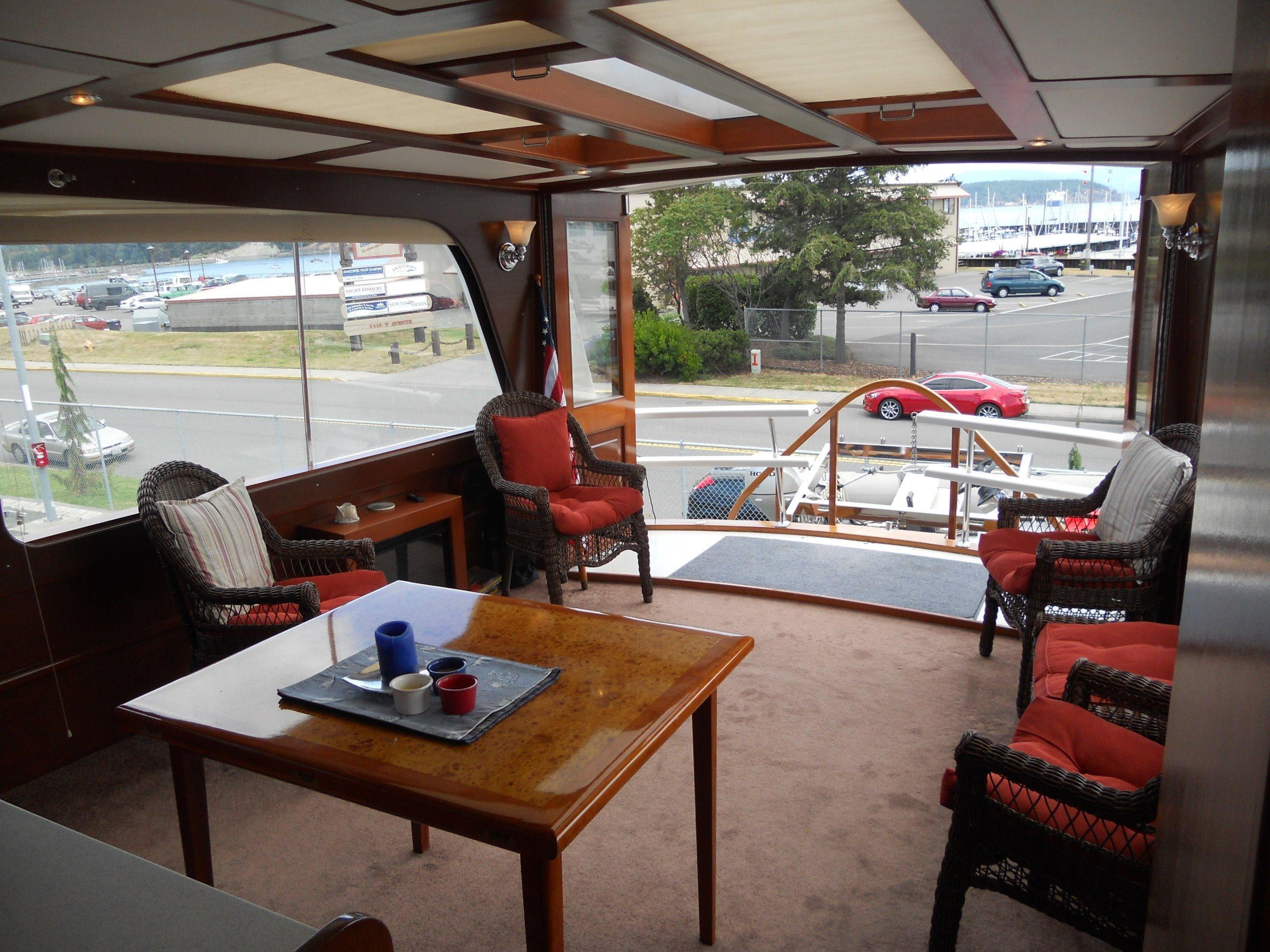 Salon aft to starboard