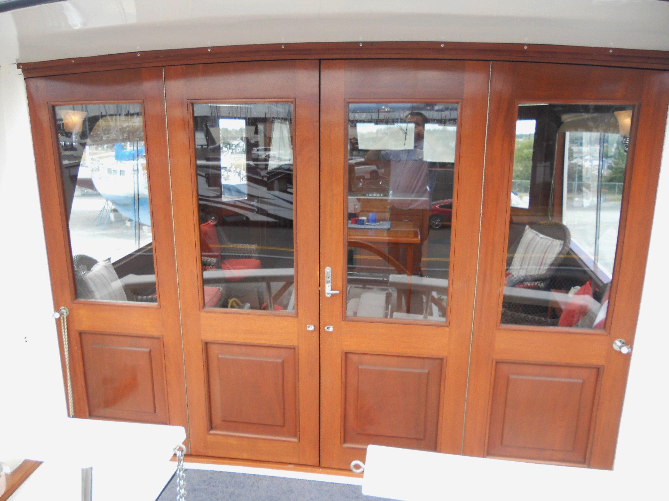 Salon deck doors closed