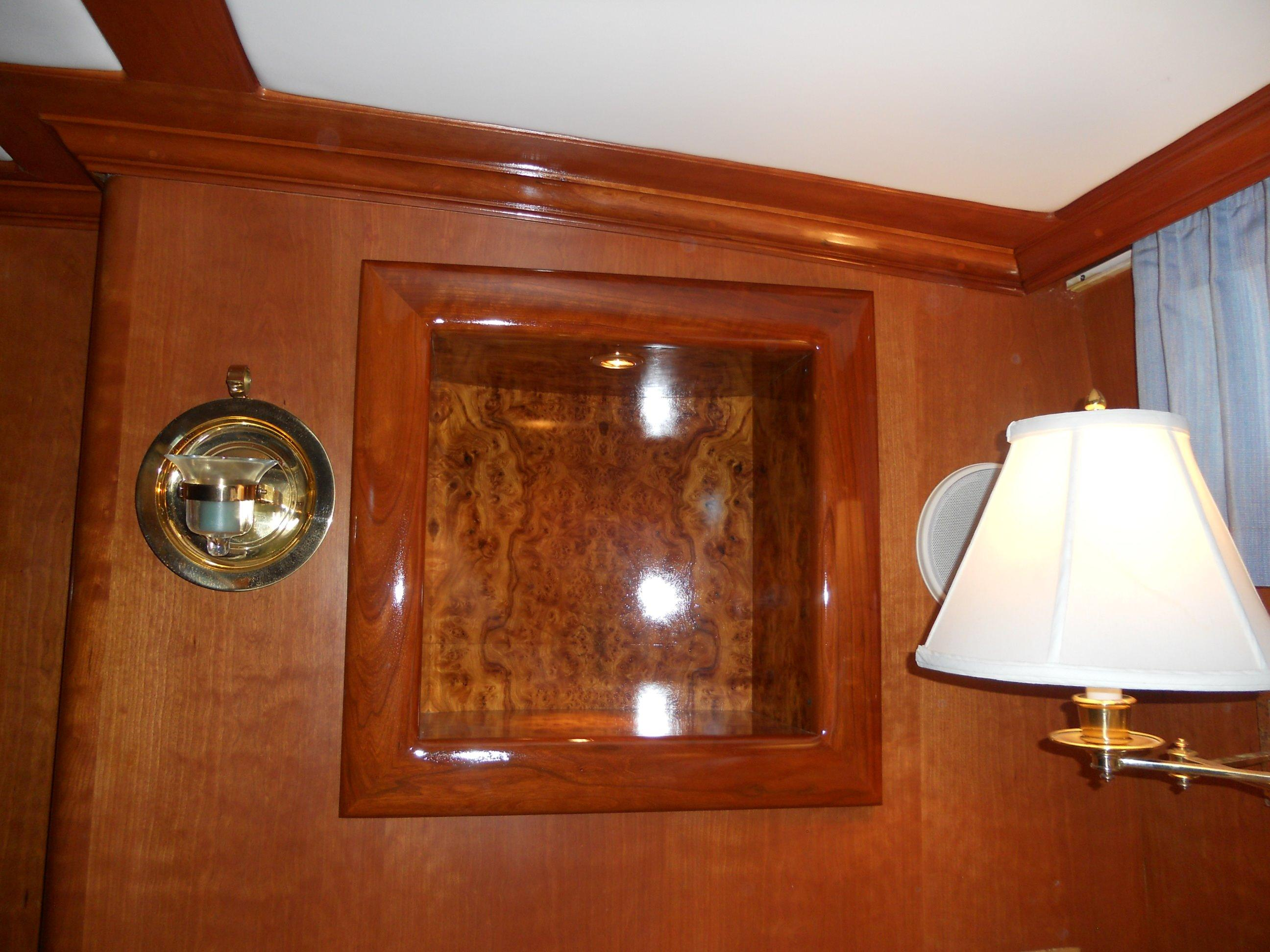 Lighted alcove port