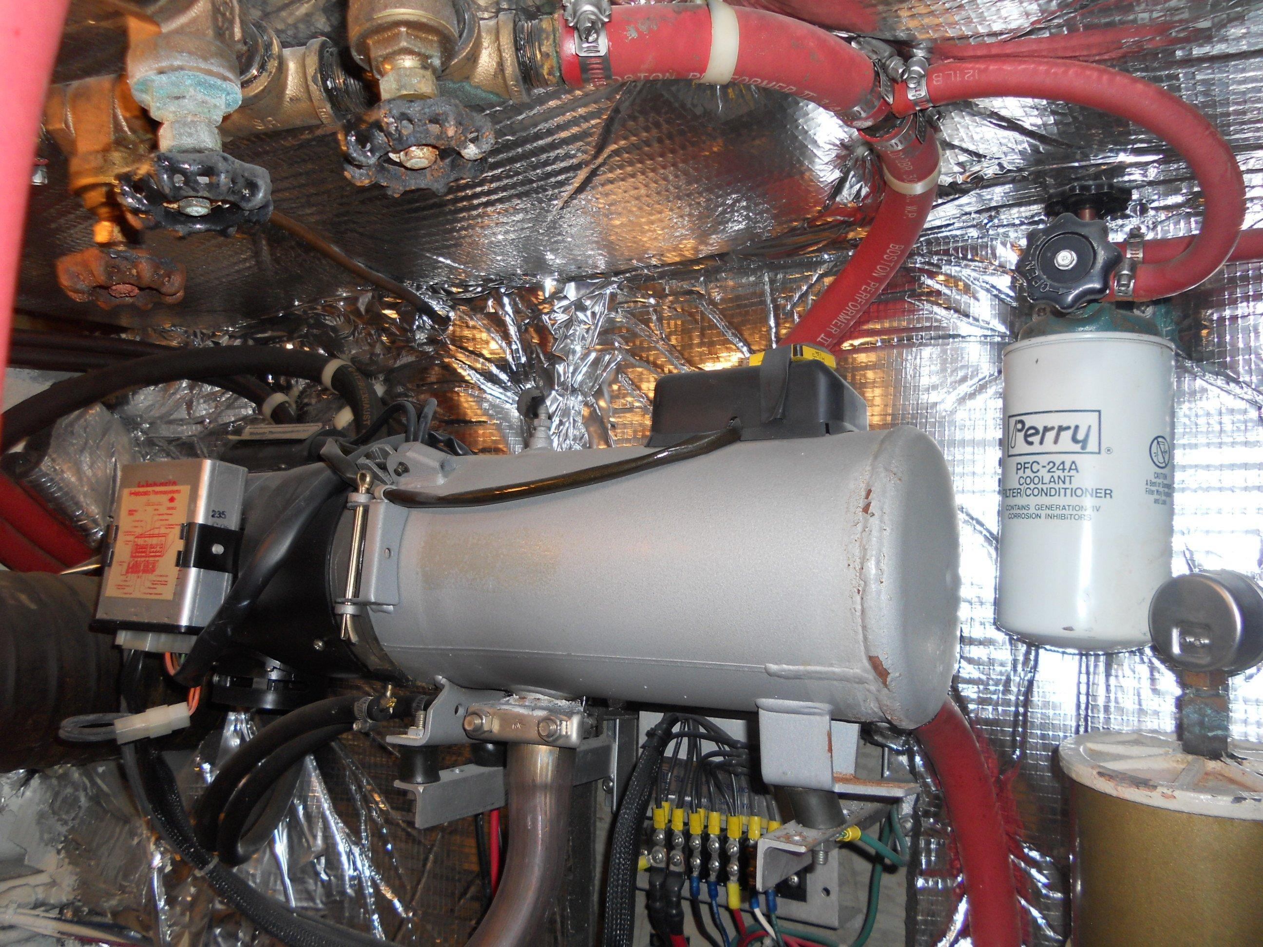 Hydronic diesel furnace