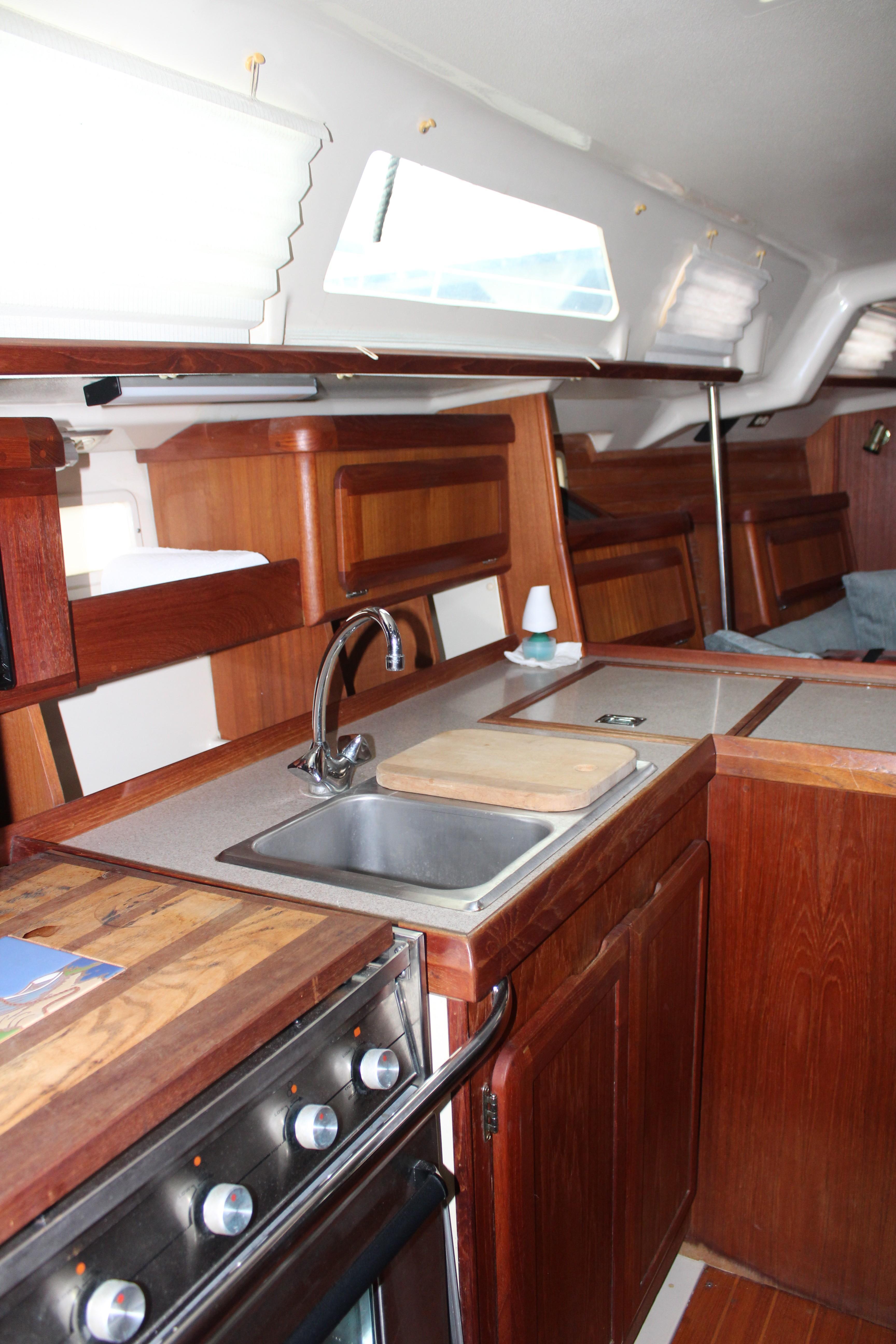 1991 Hunter 37.5 | Sailboats for Sale