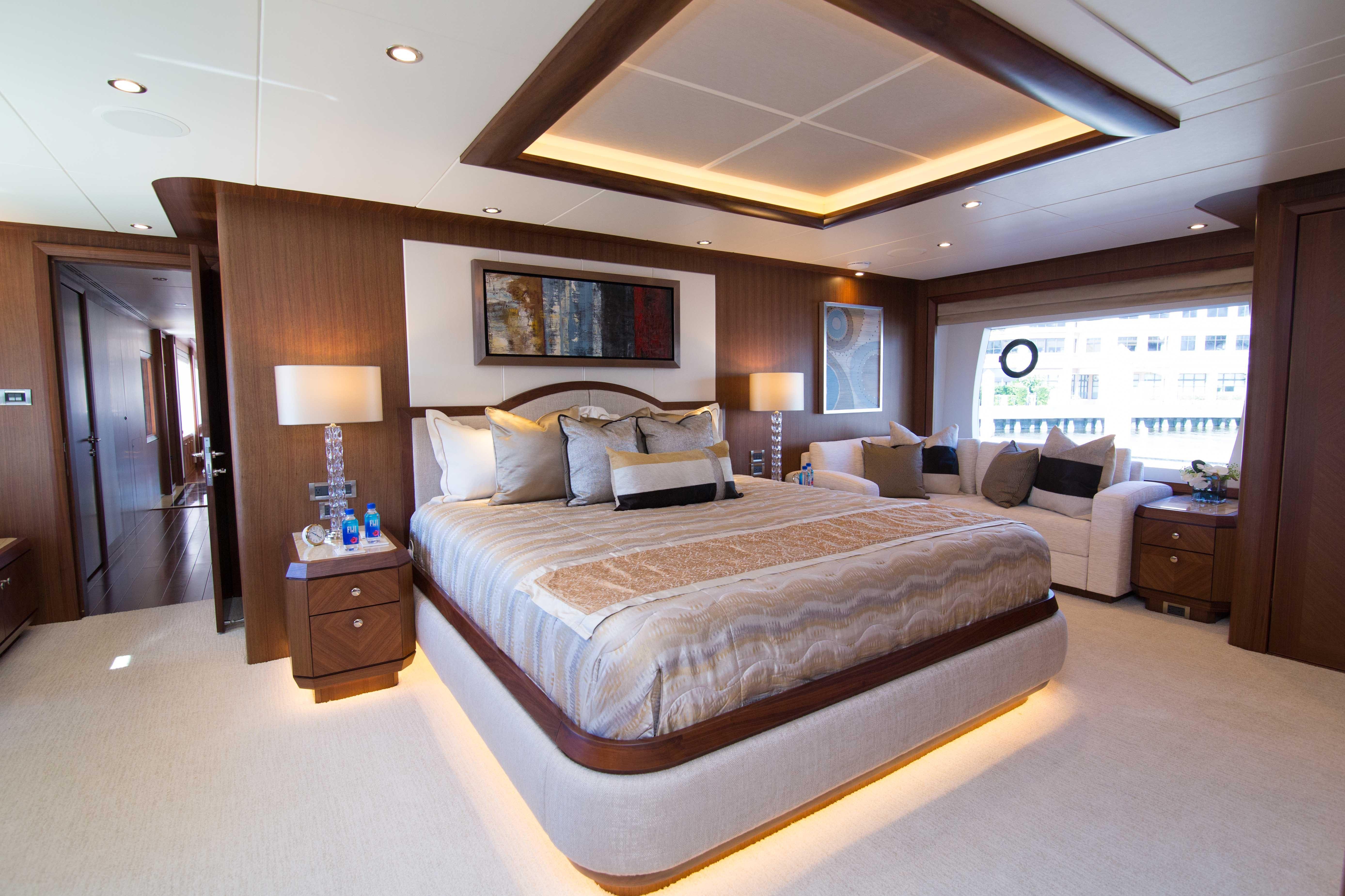 120 Ocean Alexander Master Stateroom