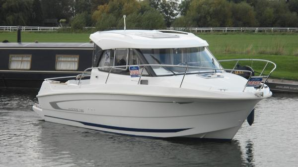 Beneteau Antares 7.80 with 90hp Hon...