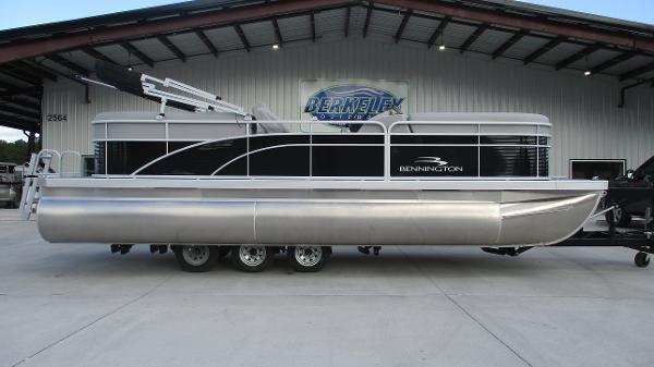 2021 Bennington boat for sale, model of the boat is 22 SVSR & Image # 3 of 48