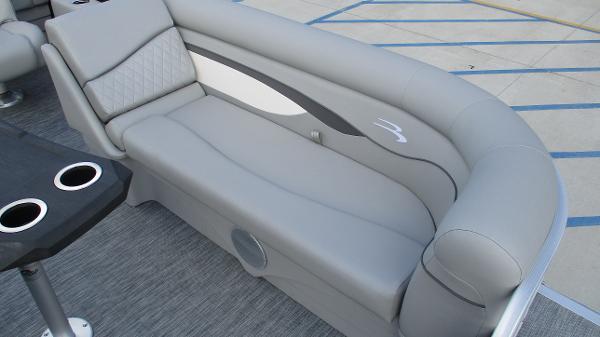 2021 Bennington boat for sale, model of the boat is 22 SVSR & Image # 13 of 48