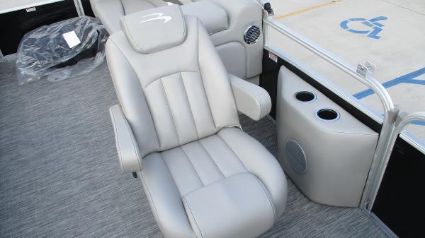2021 Bennington boat for sale, model of the boat is 22 SVSR & Image # 14 of 48