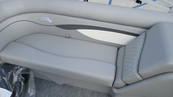 2021 Bennington boat for sale, model of the boat is 22 SVSR & Image # 24 of 48
