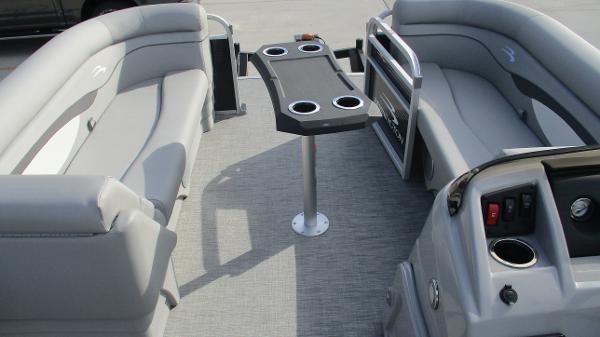 2021 Bennington boat for sale, model of the boat is 22 SVSR & Image # 37 of 48