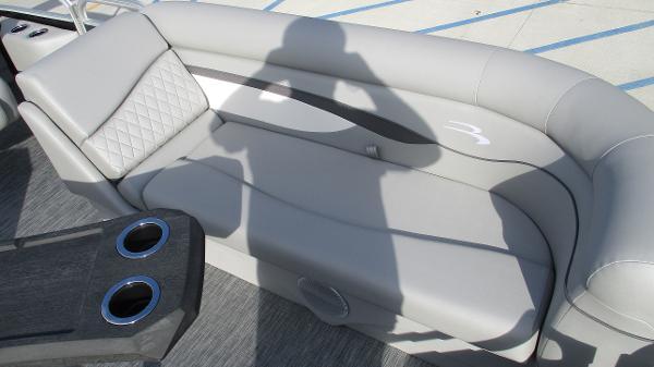 2021 Bennington boat for sale, model of the boat is 22 SVSR & Image # 40 of 48