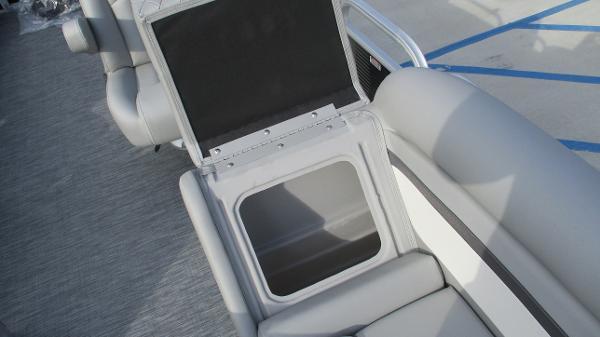 2021 Bennington boat for sale, model of the boat is 22 SVSR & Image # 43 of 48