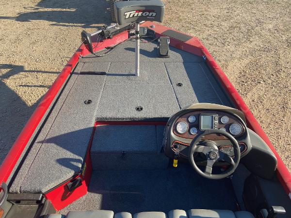 2004 Triton boat for sale, model of the boat is 176 Magnum & Image # 4 of 8