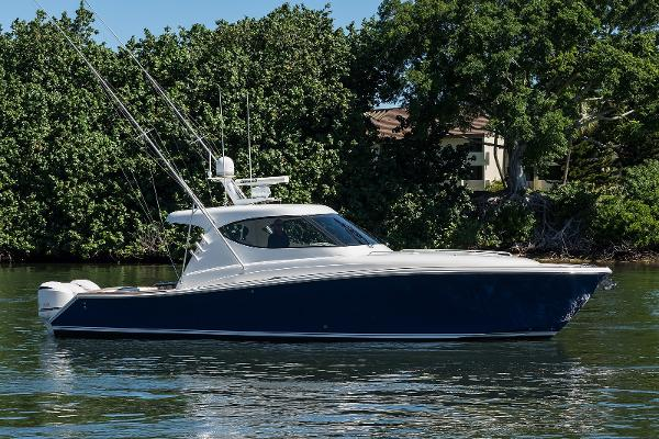 2013 41' Jupiter 41 Sport Bridge