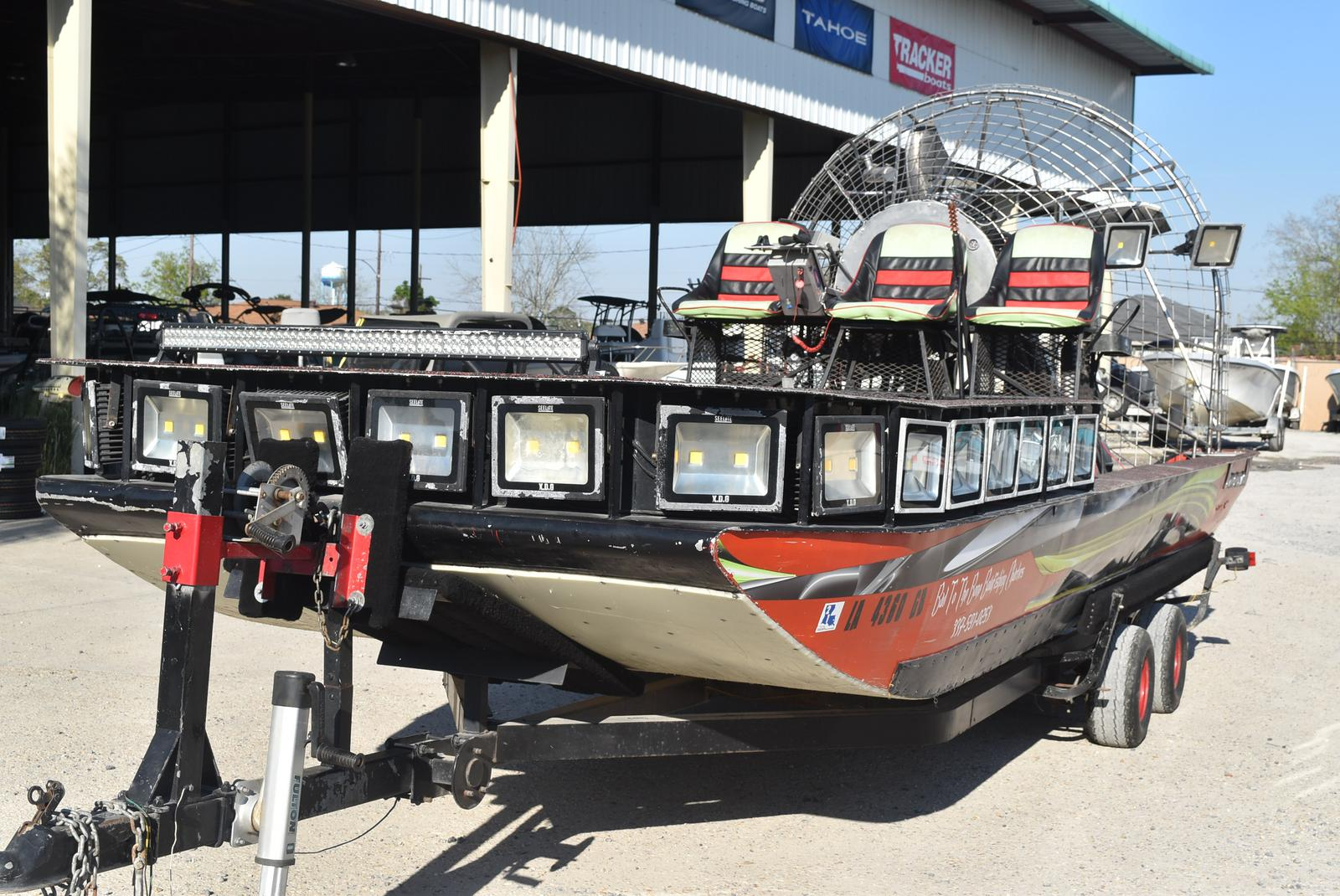 2016 Diamondback boat for sale, model of the boat is Trailboss 20 & Image # 12 of 35