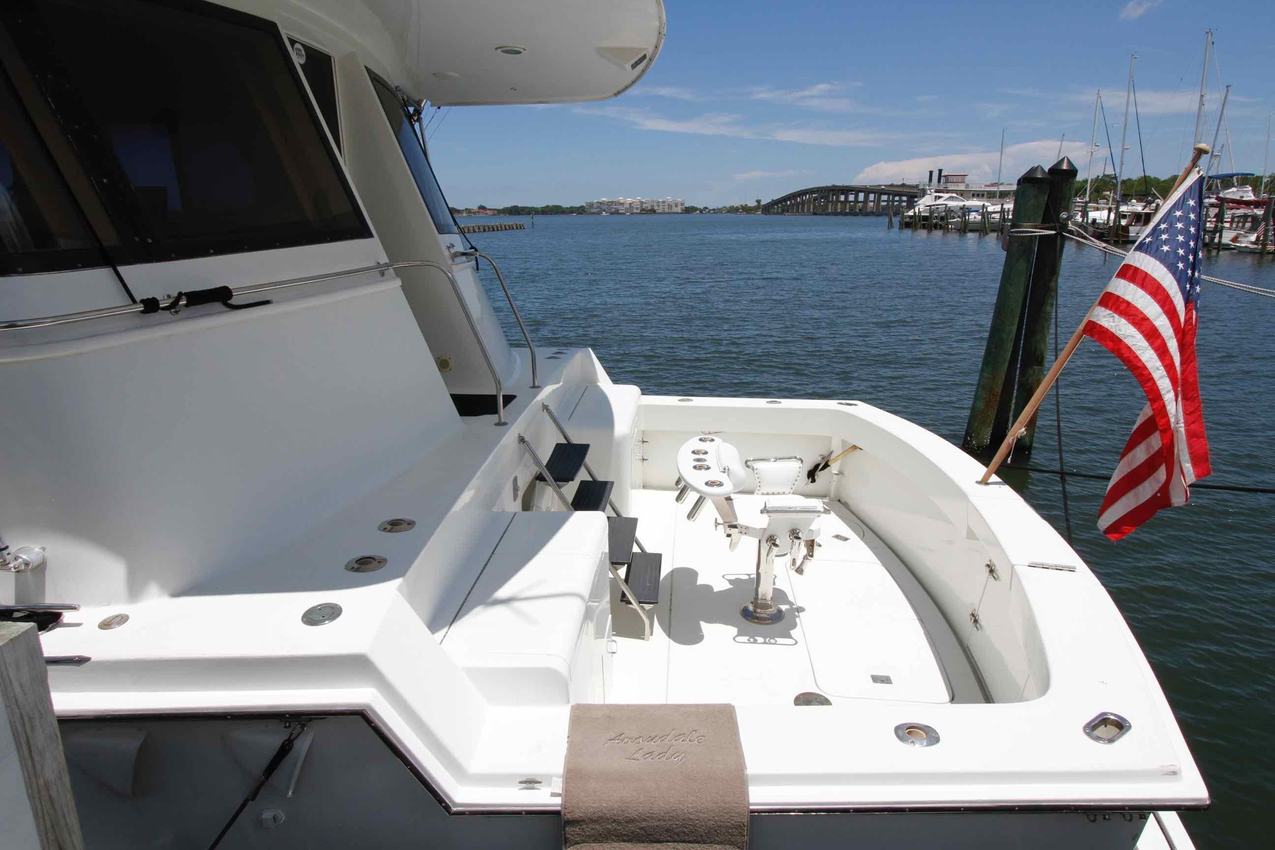 Hatteras 74 CPMY Cockpit