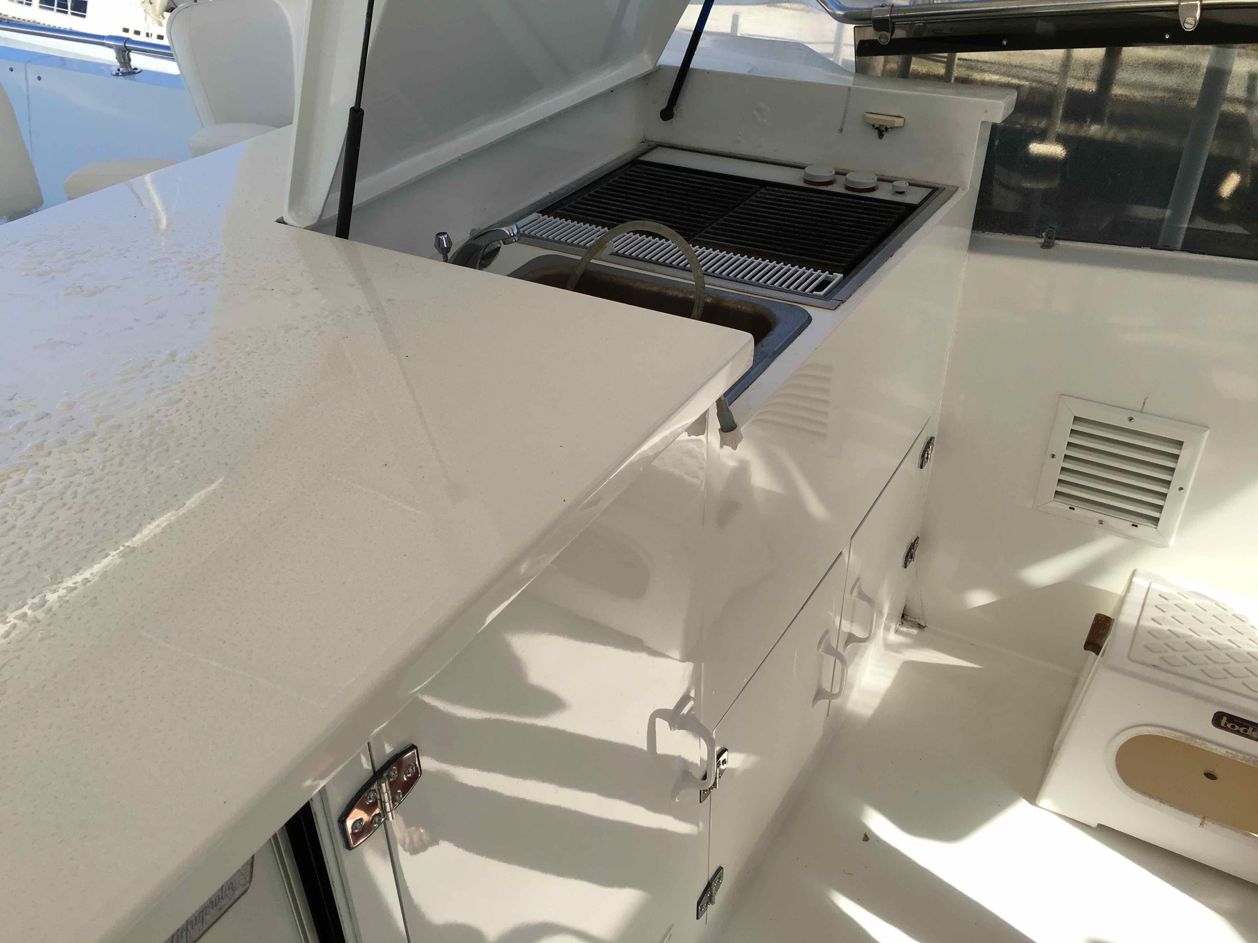 Hatteras 74 CPMY Jenn Aire Grill