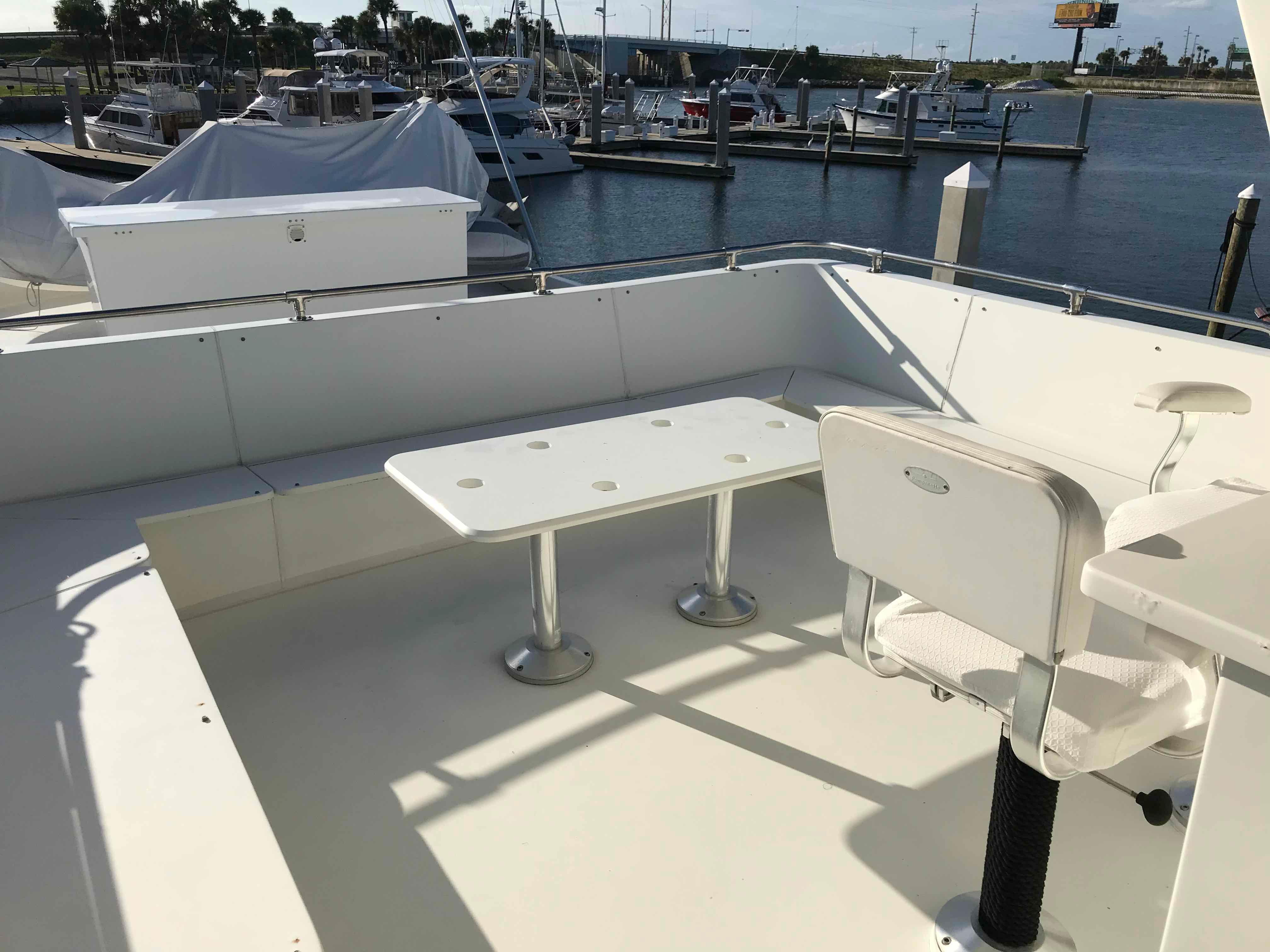 Hatteras 74 CPMY Flybridge Seating (cushions stored)