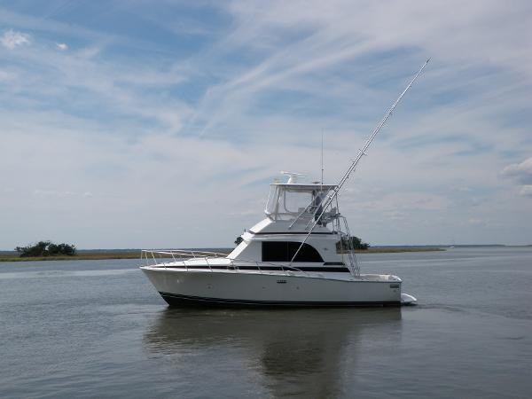 1990 33' Bertram 33 Flybridge Cruiser